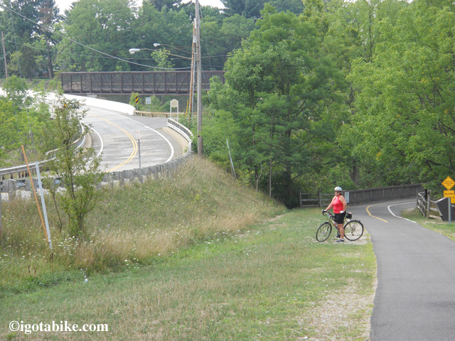 New bicycle bridge over I 271 is not open yet so you need to ride on the road for a few hundred feet