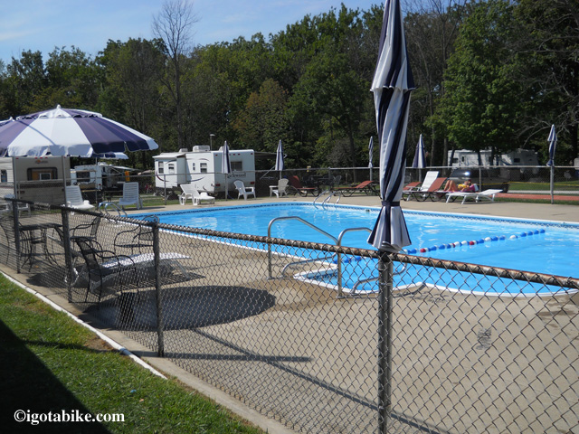 The swimming pool at Schaun Acres Campground looks mighty nice!
